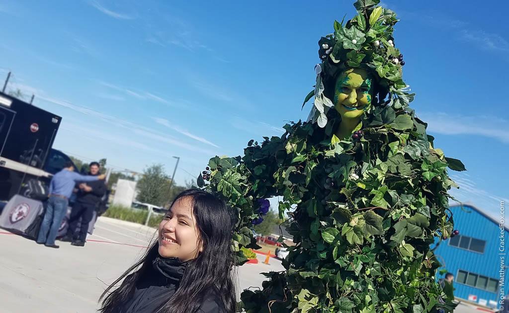 eamd-2019-muertos-fall-fest-grapes-stilts-2-101